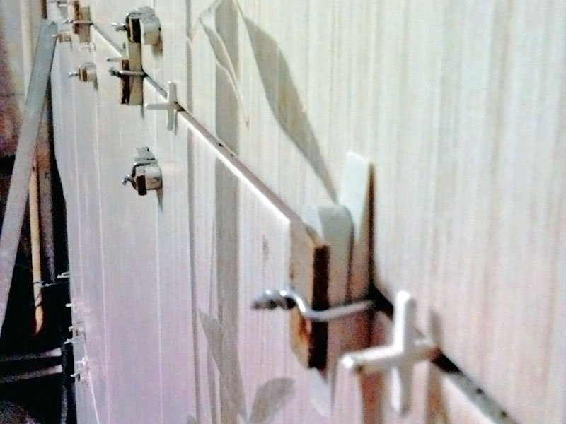 укладка плитки с самодельной системой выравнивания