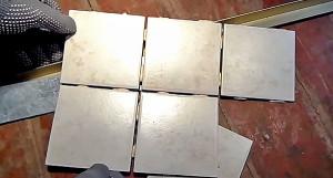 Используется самая простая керамическая плитка 10х10 см.