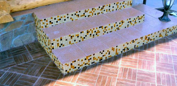 крыльцо из керамогранита и мозаики
