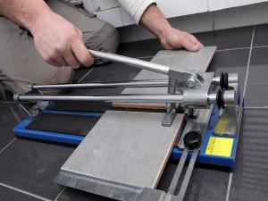 Как правильно работать ручным плиткорезом