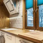 плитка и дерево на кухне