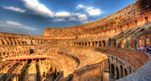 Колизей построен из травертина, мрамора и цемента.