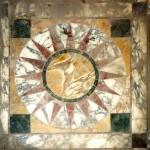 Мраморная кладка opus sectile на полу виллы Адриана.