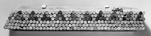 Первая мозаика собиралась из конусных глиняных деталей, торцы которых окрашивали. Обычно использовался красный, чёрный и белый цвет. Месопотамия, г. Урук, 3 тыс. лет до н. э.