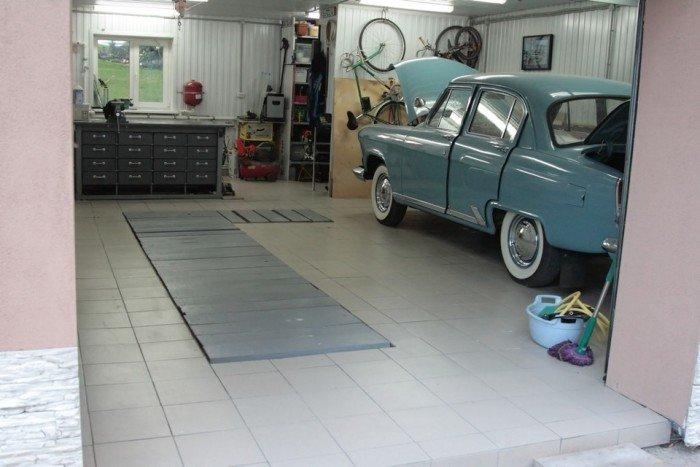 Пол в гараже из технического керамогранита.