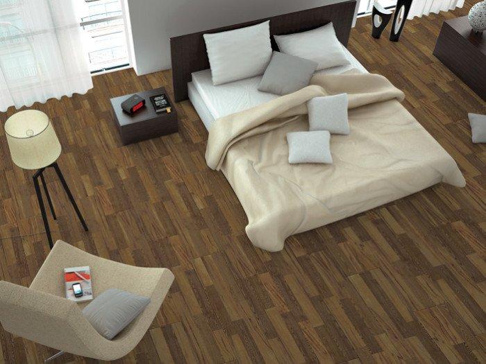 Пол в спальне из плитки под дерево. Коллекция MDE LONG (Emigres, Испания) имеет длинный формат плит — 120х20 см и 6 вариантов цвета и фактуры натуральной древесины.
