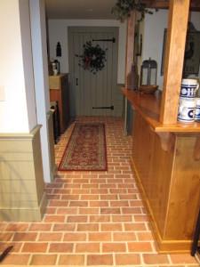 Раскладка клинкерной плитки в коридоре со смещением (под кирпичную кладку).