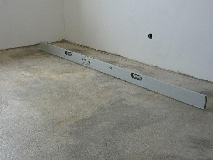 Положить плитку на пол