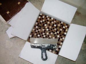 Мозаика и зубчатый шпатель 5 мм.