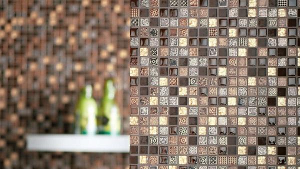 Мозаика из стекла и металла.