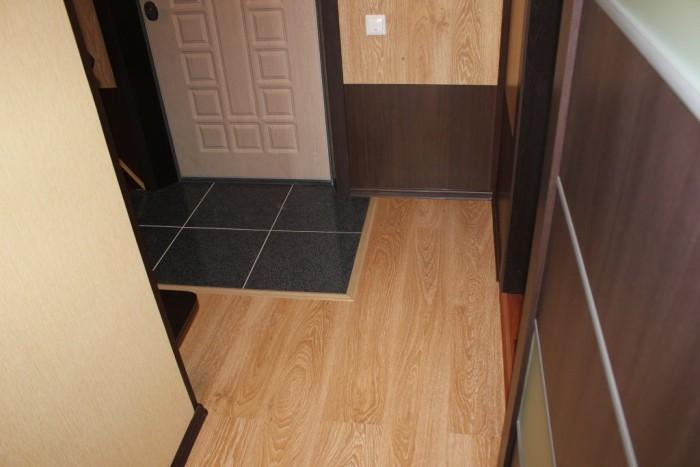 плитка и ламинат в коридоре