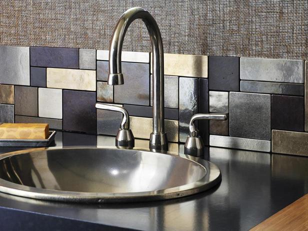 Плитка под металл для кухни в стиле хай-тек.
