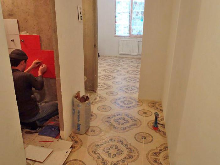 плитка в коридоре и на кухне