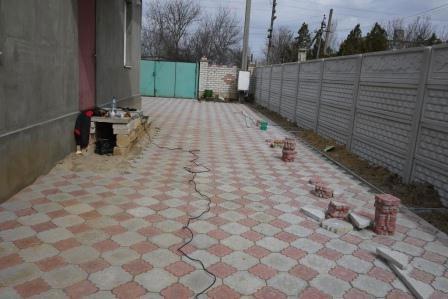 Fotografije tlakovcev na dvorišču