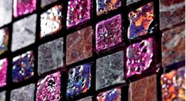 Пример стеклянной мозаики с декоративным эффектом. Коллекция Caleidos от фабрики Petra Antiqua.