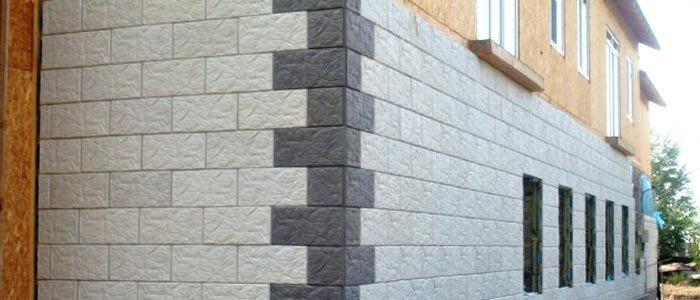 Облицовка каркасного дома самодельной бетонной плиткой. На углах используется плитка другого цвета — с добавлением красителей.