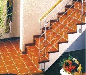 Плинтуса лестниц несут декоративное и функциональное значение.