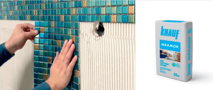 Укладка мозаики на белый клей.