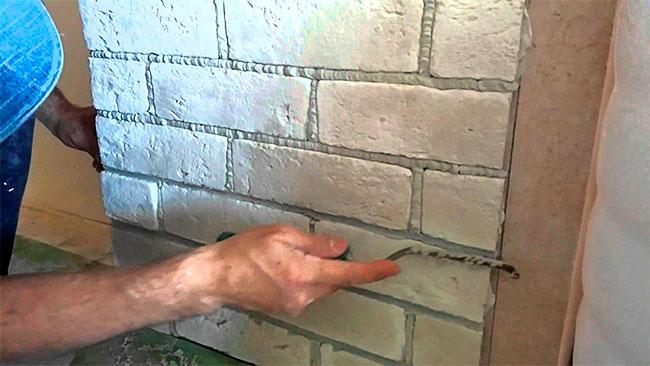 Декоративные кирпичики на стену своими руками